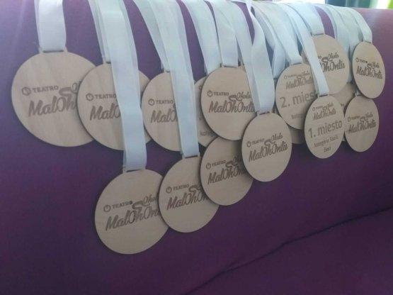 Gravírované drevené medaile
